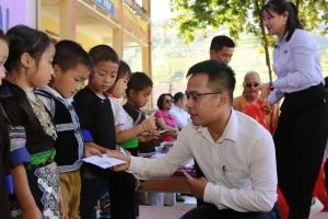 500 suất quà ý nghĩa dành tặng trẻ em khuyết tật mùa Trung thu
