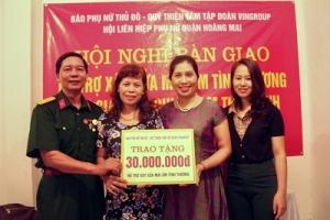 """Quỹ Thiện Tâm trao tặng """"Mái ấm tình thương"""" cho hội viên phụ nữ quận Hoàng Mai, Hà Nội"""