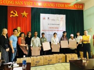 Ấm lòng những món quà trao gửi yêu thương tới bà con nghèo huyện Đà Bắc (Hòa Bình)