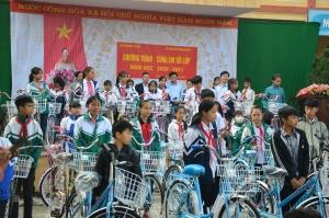 Xe đạp mới và giấc mơ của những em nhỏ hiếu học