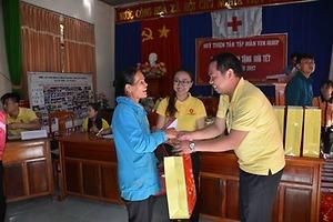Chương trình tặng quà cho người nghèo vào các ngày Lễ, Tết