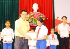 Quảng Trị: Trao 104 suất Học bổng Vingroup cho học sinh nghèo vượt khó học giỏi