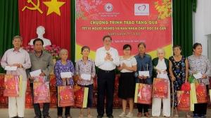 Cần Thơ: Trao 1000 suất quà tặng người nghèo đón Tết