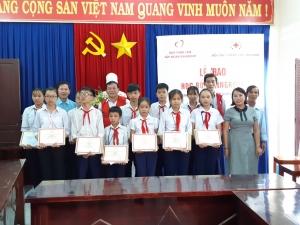 Bình Định: Trao Học bổng Vingroup cho học sinh, sinh viên nghèo vượt khó học giỏi