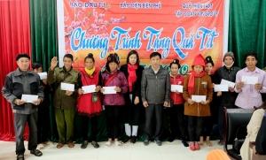 Quỹ Thiện Tâm cùng Báo Đầu tư mang Tết ấm áp đến với đồng bào nghèo Điện Biên