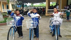 """Chương trình """"Cùng em tới lớp"""" trao 100 xe đạp cho học sinh Bắc Kạn"""