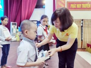 Quỹ Thiện Tâm trao học bổng cho 48 học sinh nghèo huyện Ứng Hoà (Hà Nội)