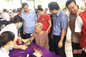 Khám sức khỏe miễn phí cho hơn 700 đối tượng chính sách ở Lộc Hà (Hà Tĩnh)