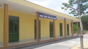 Hoàn thành nhà bán trú tặng học sinh kịp khai giảng năm học mới