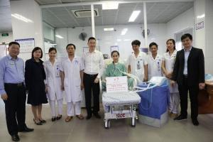 Nghẹn ngào lá thư cảm ơn của bệnh nhân nghèo được hỗ trợ máy thở để duy trì sự sống