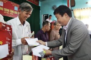 Mang Tết vui đến với đồng bào nghèo ở Thái Nguyên