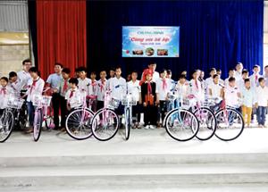 Tặng 200 xe đạp cho học sinh có hoàn cảnh khó khăn huyện Bảo Yên, Văn Bàn và Bát Xát