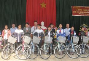 Trao 100 xe đạp cho học sinh nghèo vượt khó tỉnh Thanh Hoá