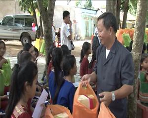 Trao học bổng tại cơ sở cô nhi Vinh Sơn 4