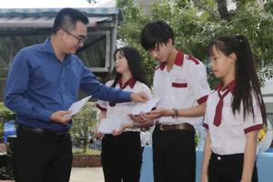 Chương trình đưa trường học đến thí sinh: Học để làm việc tại quê nhà