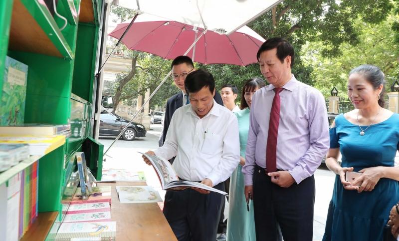 Quỹ Thiện Tâm trao tặng 31 xe ô tô thư viện lưu động cho các tỉnh, thành phố
