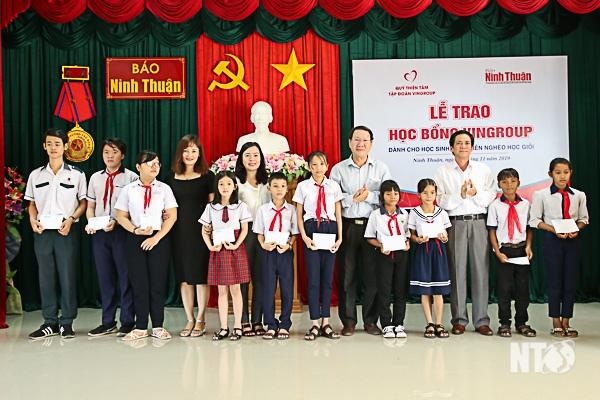 Ninh Thuận: Trao 110 suất Học bổng Vingroup cho học sinh nghèo học giỏi